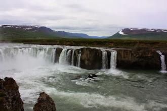 Photo: Godafoss nad jeziorem Myvatn, w którym utonęli bogowie po przyjęciu chrztu przez Islandię (ok 1000 r.)