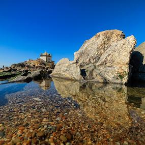 Sr. da Pedra by José Vieira - Buildings & Architecture Statues & Monuments ( praia, monumento, mar, igreja )