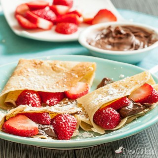 Sweet Crepes with Strawberries and Nutella
