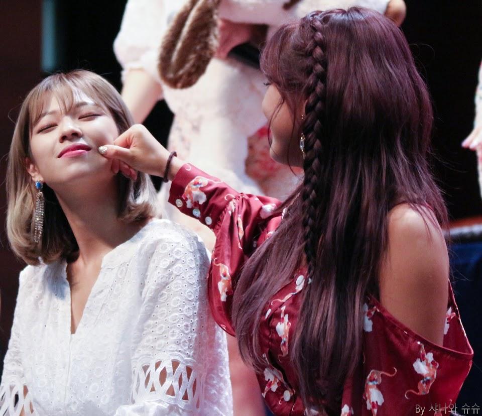 twice jihyo jeongyeon