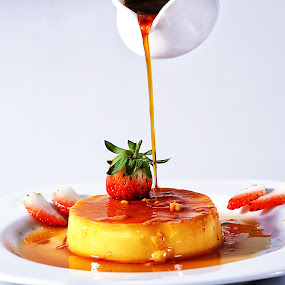 pouring caramel sauce on lemon pudding by Ismed  Hasibuan  - Food & Drink Plated Food ( sweet, food, pudding, garnish, plate, strawberry, caramel )