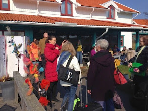 Photo: Ulla hade dekorerat halva Grötö med lösull så det var färgrikt och ulligt mest överallt.