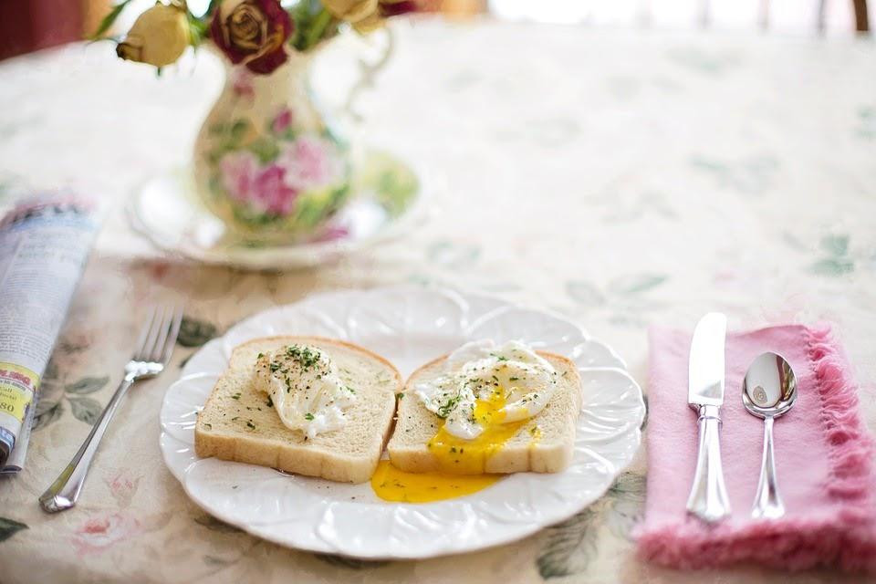 トーストにポーチドエッグ, 朝食, 健康, ブランチ, 朝, 食品