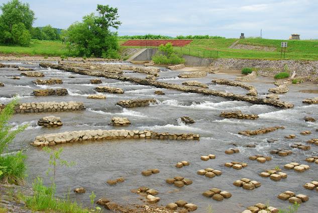 穀倉の水に落差工