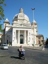 Photo: 35e dag, woensdag 19 augustus 2009 Prima Porta Rome Temp. max.: 38 graden, Wind: - Bft. Windrichting: -. Weerbeeld: zon, warm. Dagafstand 45 Totaal gereden 2293 km Kerk bij Rome.