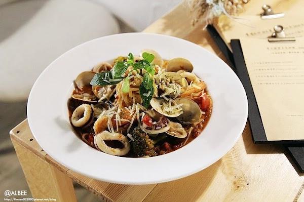 A.ba.ba阿巴巴義式餐酒館 台南美食 鄉村風路線,義大利麵、燉飯、甜點。適合聚餐,還可以小酌