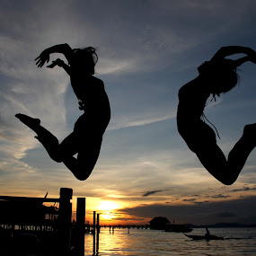 Jump of joy  by Tamil Selvam - Landscapes Sunsets & Sunrises ( girl, sunset, happy, beach, jump )