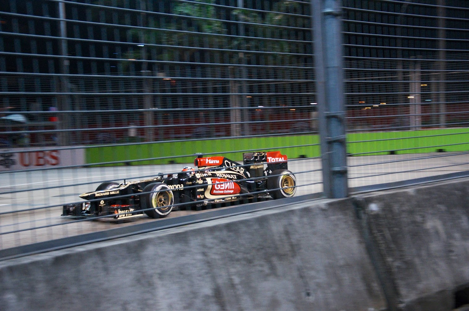 Singapore GP 2013 Qualifying at Turn 9