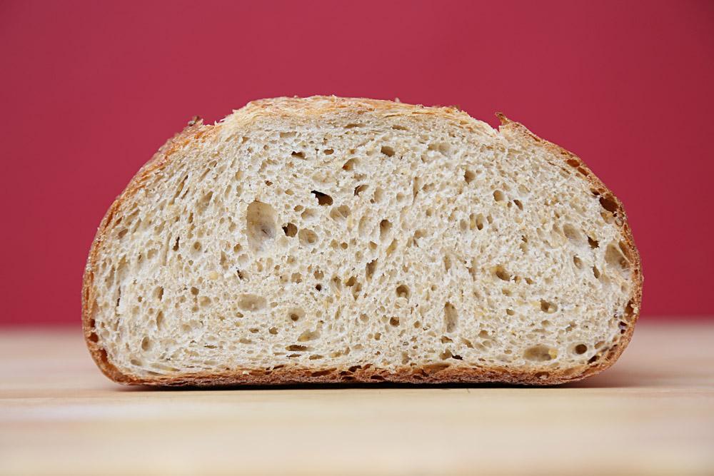лежит хлеб с картинками просто его сольной