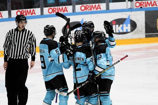Nuoret Pelikaanit ovat yhden voiton päässä semifinaalipaikasta. Kuva: Ella Taponen.