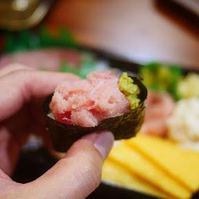 【魅惑グルメ】くら寿司のシャリで作った焼き軍艦がウメェエエエエ! テイクアウトして試してほしい