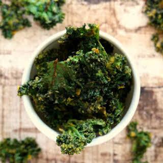 Vegan Cheesy Baked Kale Chips (Vegan, Gluten-Free, Dairy-Free, Nut-Free, Paleo-Friendly, Lectin-Free).