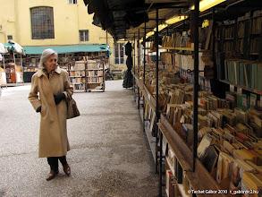 Photo: utcai árus