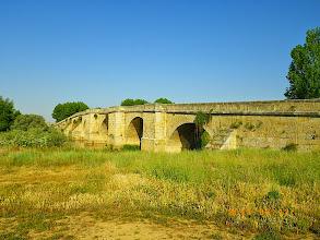 Photo: Le pont sur le rio Pisuerga à l'entrée de Itero de la Vega