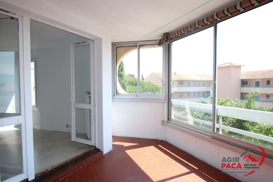 Location  appartement 3 pièces 71.47 m² à Frejus (83600), 902 €