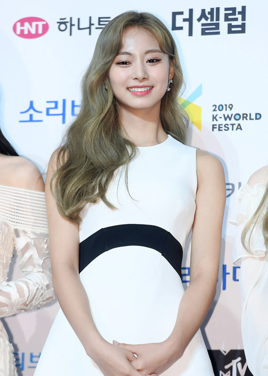 190822_Twice_Tzuyu_Fashion_-_Soribada_Awards_Red_Carpet-1