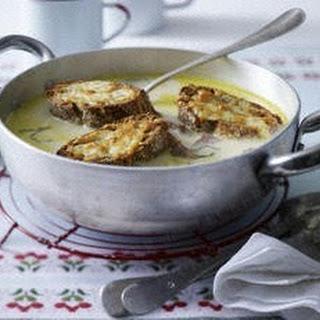 Knoblauchsuppe - Aigo boulido mit Salbei und Brot