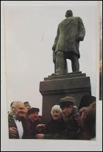 "Photo: Statuia lui Dr. Ioan Ratiu - monument istoric  Iona Ratiu la Turda sursa din ""Expoziția de fotografie Ion Rațiu. Un destin pentru România. - 2016.07.21  foto: https://picasaweb.google.com/114438352800090731131/6312042905474465169?feat=flashalbum#6313089848380819602 album http://ana-maria-catalina.blogspot.ro/2016/07/expozitia-de-fotografie-ion-ratiu-un.html"