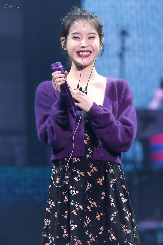 IU sweater 16