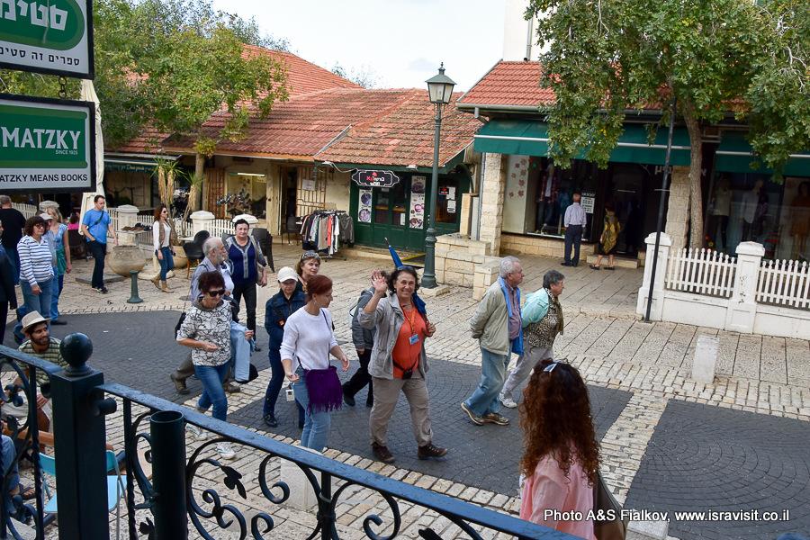 Группа на экскурсии в городе Зихрон Яков, Израиль. Гид Светлана Фиалкова.
