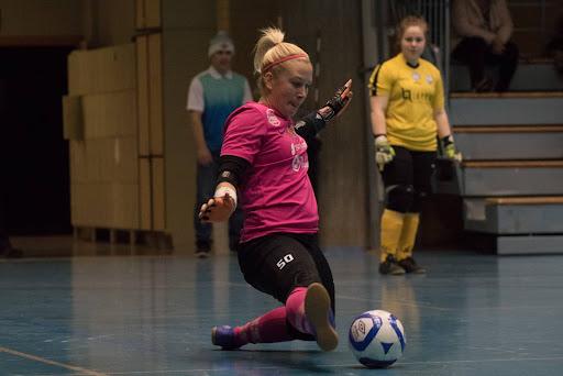 Siiri Lilja venytti rp-kisassa viime viikonloppuna FTK-ottelussa. Kuva: Teemu Grönroos
