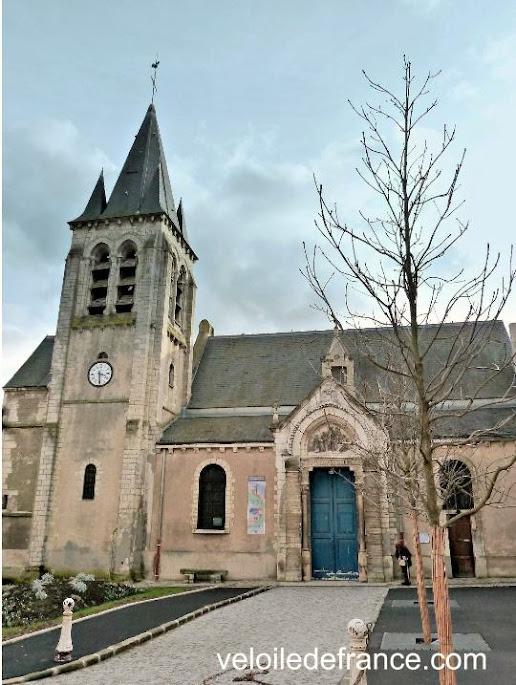 Eglise Saint Germain l'Auxerrois à Chatenay Malabry - Balade à vélo de Bourg la Reine à Verrières le Buisson par veloiledefrance.com