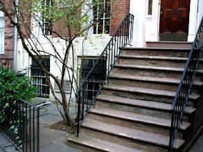 Photo: Вот за этими окнами (внизу) жил великий поэт Иосиф Бродский