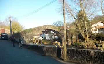 Photo: 18h16 Voici Baigorri et son pont roman