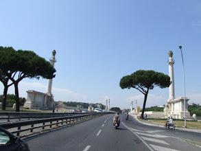 Photo: ... und über die große weiße Brücke des Corso Francia, die bald ein wichtiger Orientierungspunkt für mich ist.