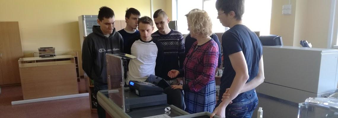 EPMC mokiniai aplanke Panevezio paslaugu ir verslo mokykla