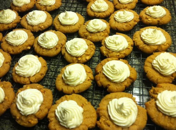 Add white chocolate buttercream frosting to either your pastry bag or a ziplock bag....