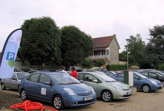 Photo: #002-Journée à l'Armada 2008. Les Prius des participants sur le parking du Domaine de la Corniche à Rolleboise.