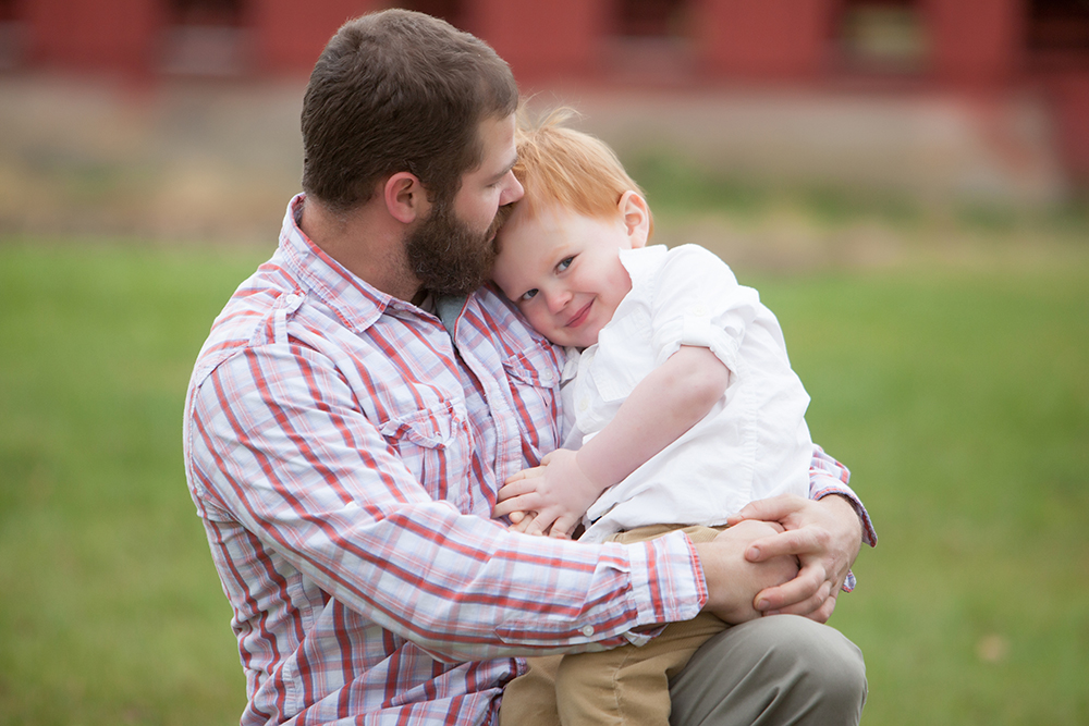 Denver family photographer and Boulder family photography, Jenni Maroney specializes in natural, un-posed family photography.