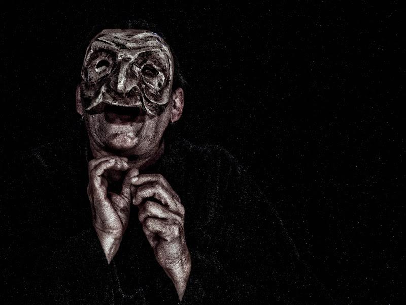 L'alcol ti rende spiacevolmente diverso ... togli la maschera almeno per stasera di sandro5845