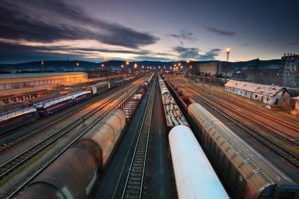 Transporte-de-mercancías-por-ferrocarril-desciende-en-Norteamérica-y-Rusia-e1453110152778.jpg