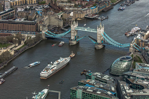 Ponant-Laustral-London-bridge.jpg - An aerial of Ponant's L'Austral sailing beneath Tower Bridge in London.