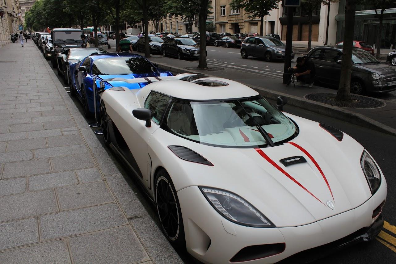Supercarros em Paris
