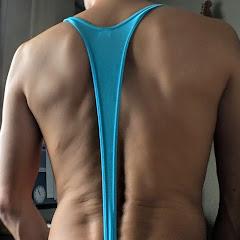 背中側上部。