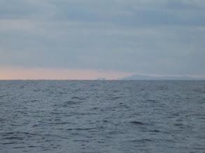 Photo: 視線を右にふっていくと、おおーっ!鹿児島の「コシキ島」もくっきりと!