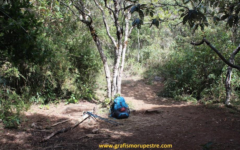 Trilha do Paiolinho - Pedra da Mina - Local de acampamento no meio do percurso da trilha - BC1