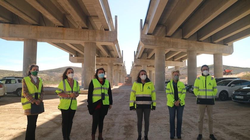 Imagen de febrero de una visita de las consejeras de Fomento y Agricultura a las obras de la Autovía del Almanzora, entre El Cucador y La Concepción.