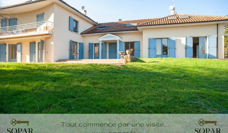 Villa avec piscine et terrasse Solignac