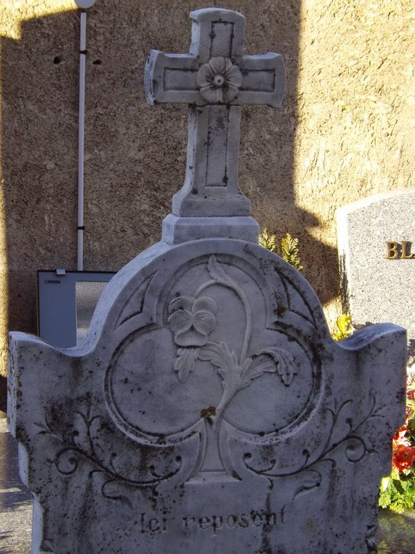 Une ancienne tombe à Ambel