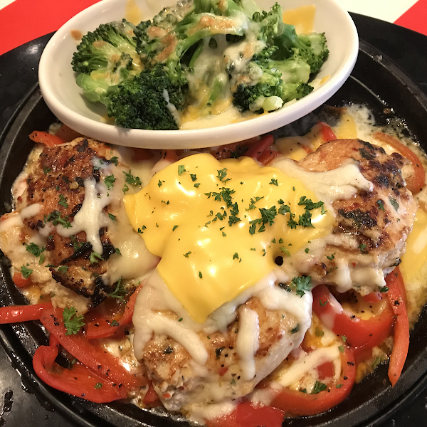 Sizzling chicken and cheese with broccoli and cheese