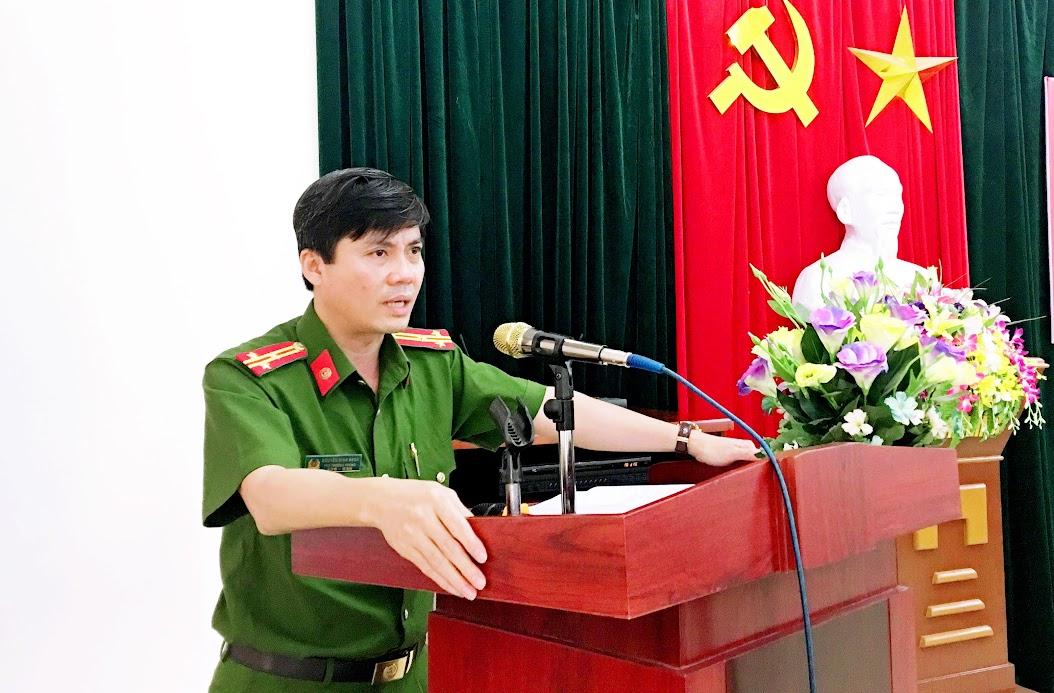 Thượng tá Nguyễn Đình Hạnh – Phó trưởng phòng Cảnh sát PCCC&CNCH phát biểu tại buổi khai mạc khóa huấn luyện