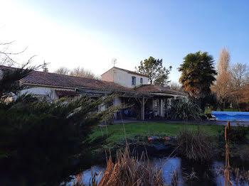 maison à Lairoux (85)
