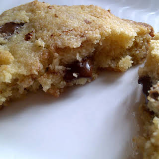 Chocolate Chip Cookies with Almond Flour {Grain free and Low Carb!}.