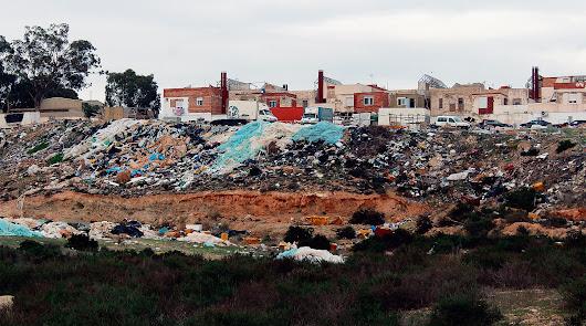 Los Almendros: El arrabal de la loma de la basura