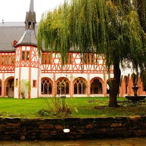 ワインと薔薇の町にあるミステリアスな修道院 / ドイツ・エルトヴィレのエバーバッハ修道院