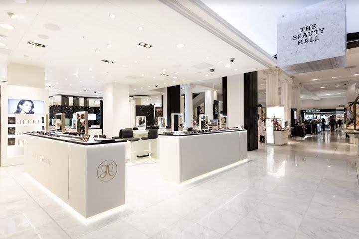 thiết kế shop mỹ phẩm Anastasia1